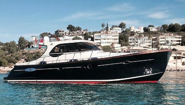 Abati Yachts 46 Newport Anchored up