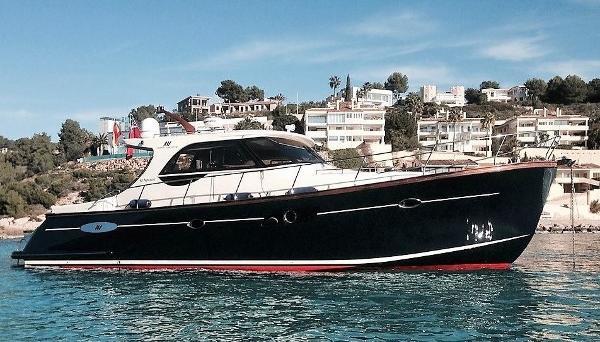 Abati Yachts 46 Newport Anchored up