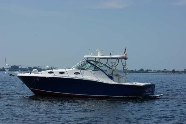 Wellcraft Coastal 330 Profile