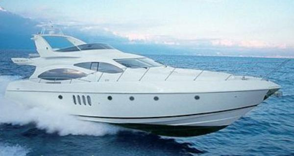 Azimut 68 Plus Exterior view