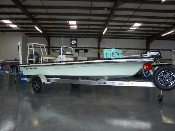 Spyder Boats FX17