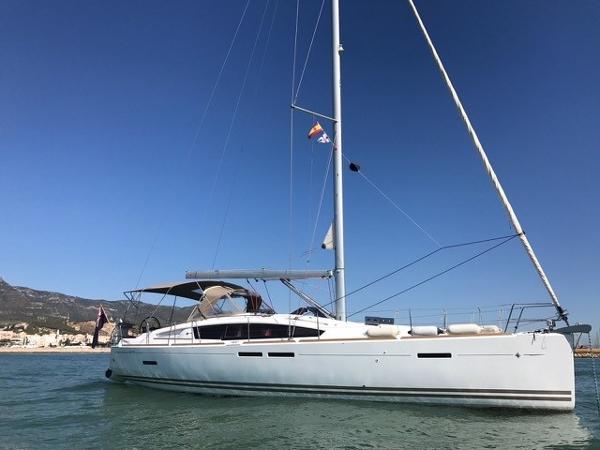 Jeanneau Sun Odyssey 44 DS Anchored up