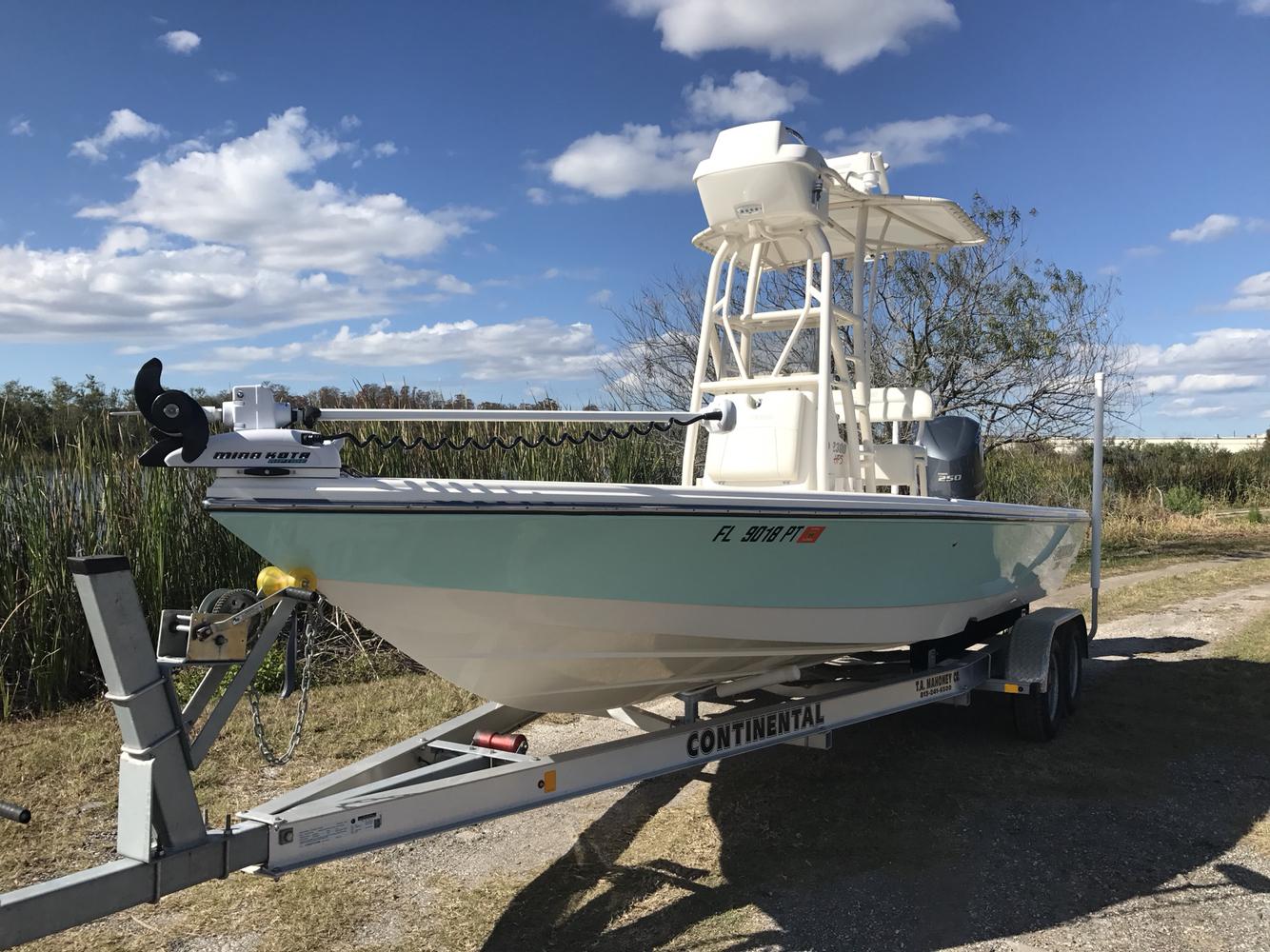 Pathfinder Bay Boat 2300 HPS