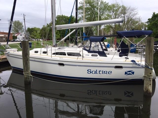 Catalina 350 Saltire in water