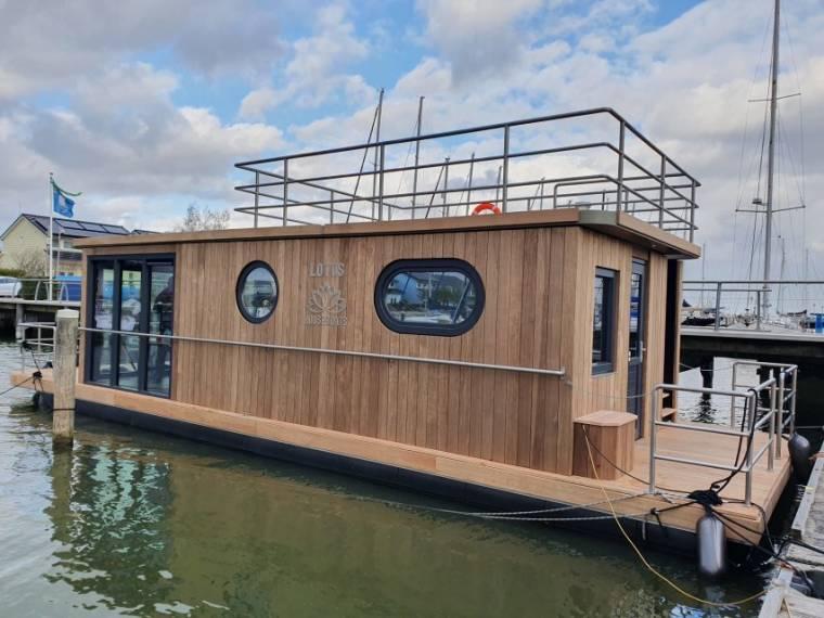 Lotus Houseboats, Makkum, NL Lotus Houseboat 12  Direct Leverbaar
