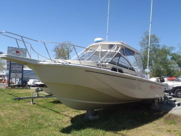 Boston Whaler 27 Port Bow