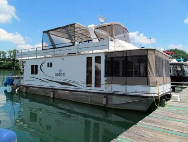 M Yacht 4515 Houseboat Profile
