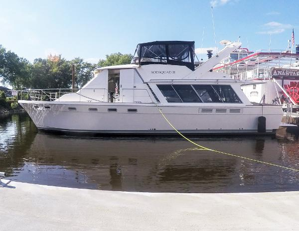 Bayliner 4588 Motoryacht Portside @ Dock