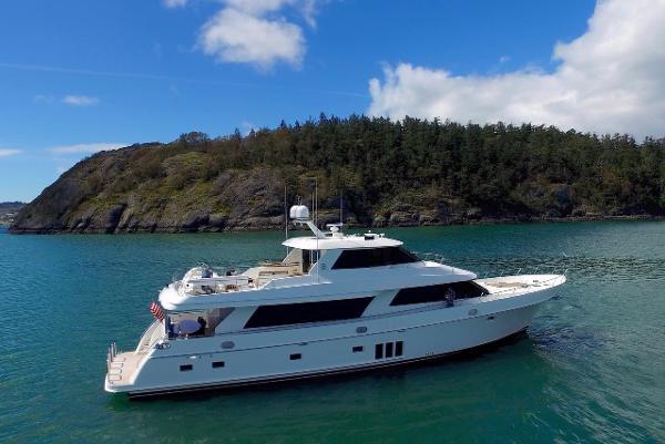 Ocean Alexander 90 Skylounge Motor Yacht OCEANA profile