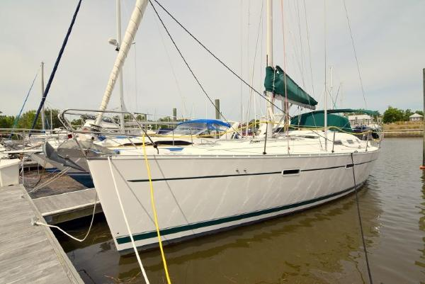 Beneteau 393 Port Side Bow