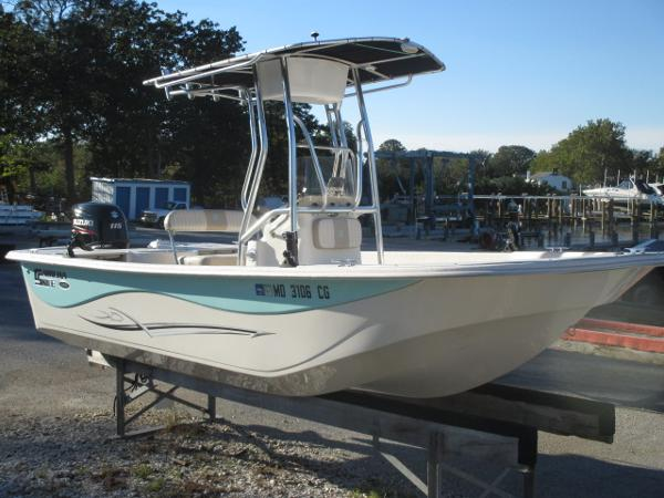 Carolina Skiff 198 DLV Starboard Bow