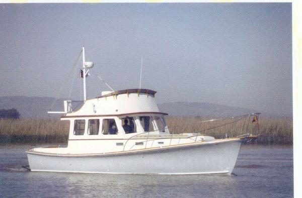Dyer 40 Sedan Cruiser Underway Profile