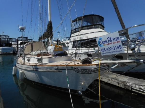 Ericson INDEPENDENCE 31 Starboard at the dock