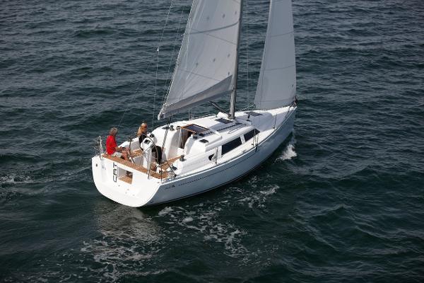 Hanse 325 Sailing