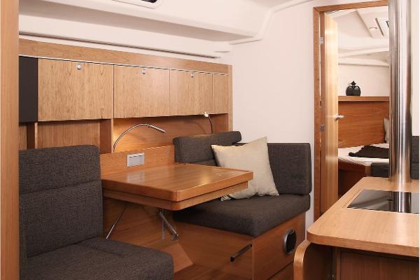 Hanse 415 Seating
