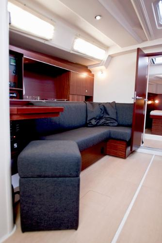 Hanse 445 Saloon Seating