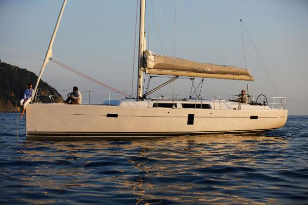 Hanse 445 Side View
