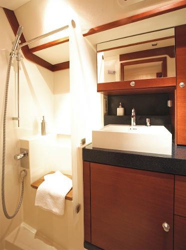 Hanse 630e Shower