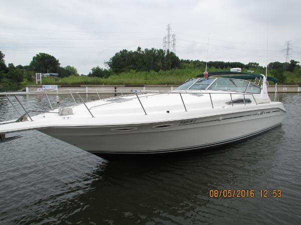 Sea Ray 400 Express Cruiser Port Bow