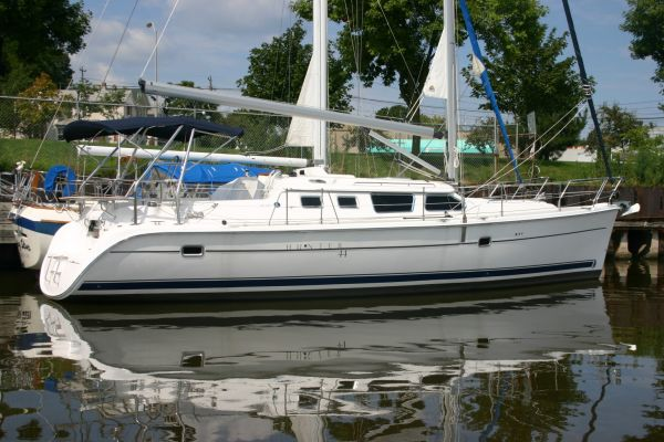Hunter 44 Deck Salon Photo 1