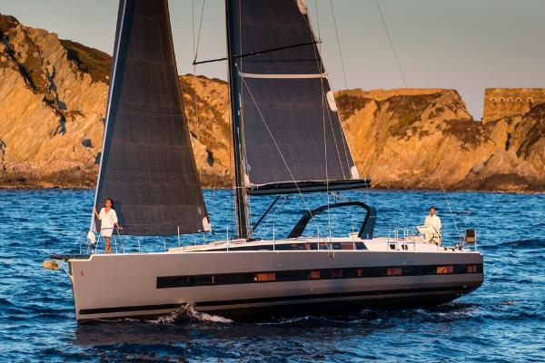 Beneteau Oceanis Yacht