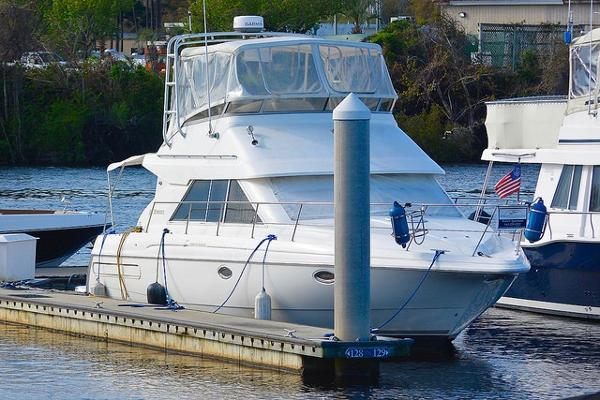 Cruisers Yachts 3580 Flybridge