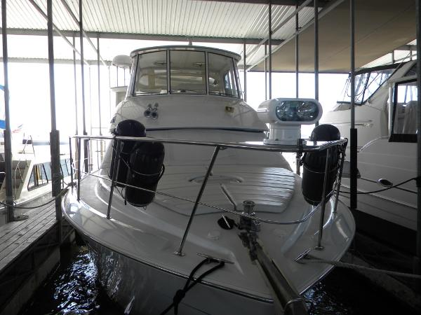 Carver 456 Aft Cabin Motor Yacht Bow