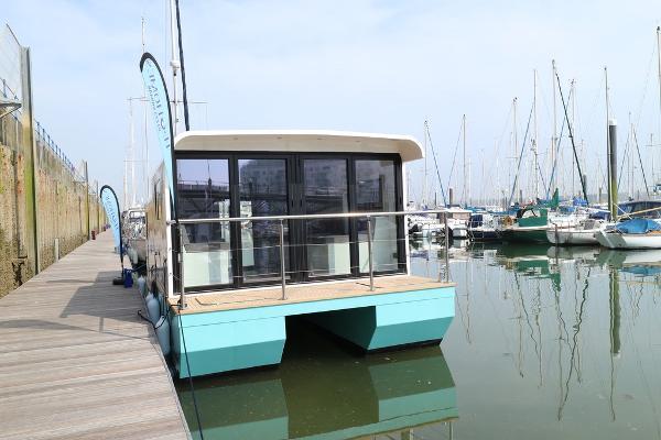 Marina Boats Inspiration 28 Floating Lodge