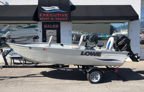 Lowe 1467 WT Fishing Boat