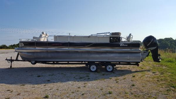 Tahoe Pontoon 24
