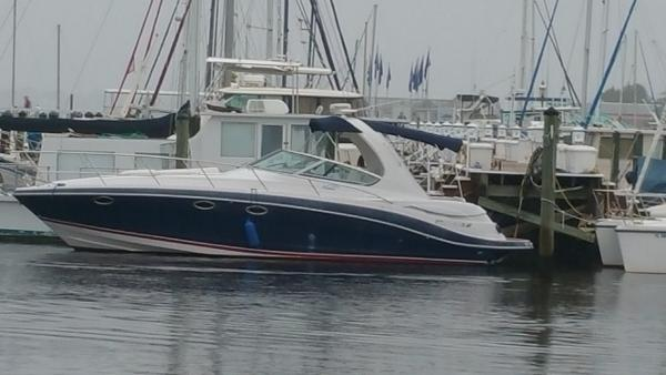 Four Winns 348 Port side view