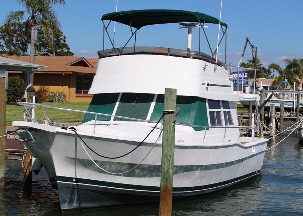 Mainship 390 Trawler Port Bow