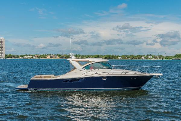Tiara 36 CORONET Starboard Profile