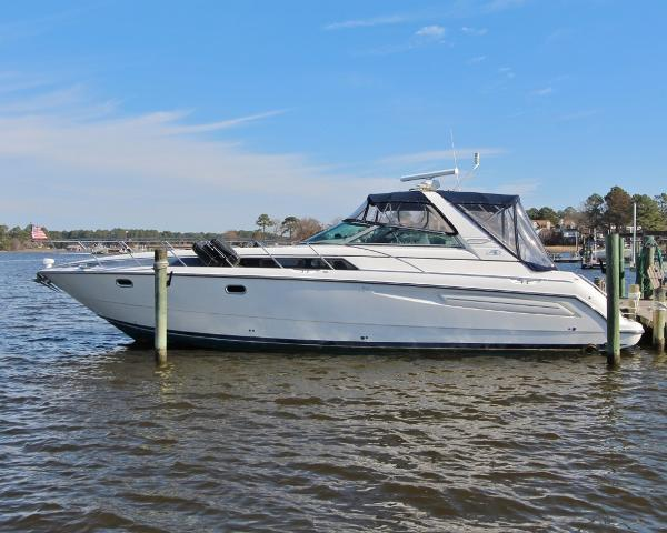 Bayliner 4085 Avanti Sunbridge TIME + TIDE