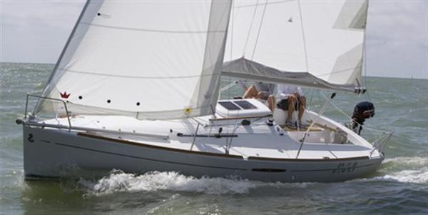 Beneteau First 27.7 S 148X1290890750058179822.jpg