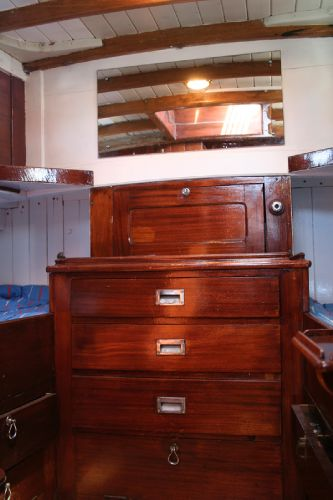 Aft cabin drawers