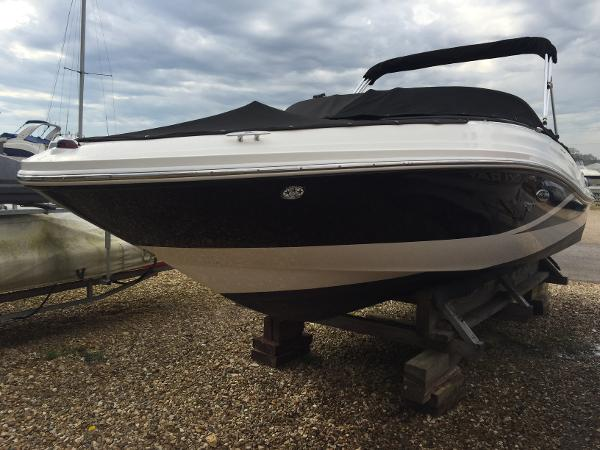 Sea Ray 190 Sport Port Bow