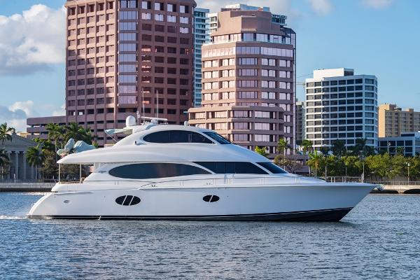 Lazzara Flybridge