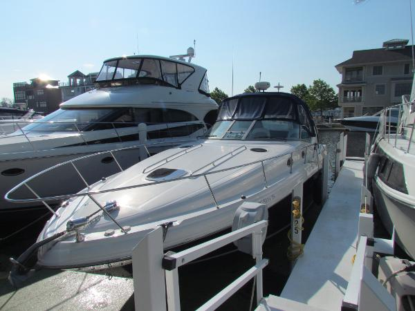 Sea Ray 340 Sundancer Dockside