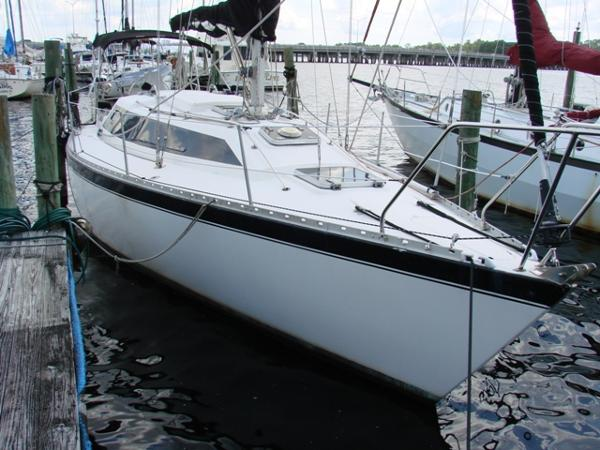 Fast Yachts 345 Starboard bow