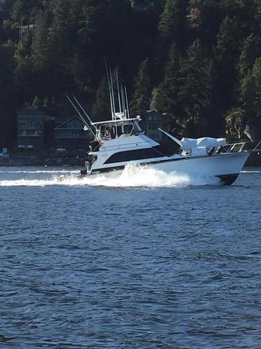 Ocean Yachts 48 Super Sport Cruising.