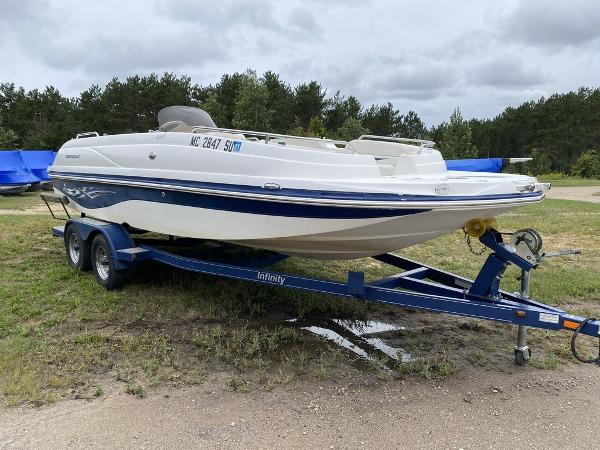 Smoker Craft deck boat 240