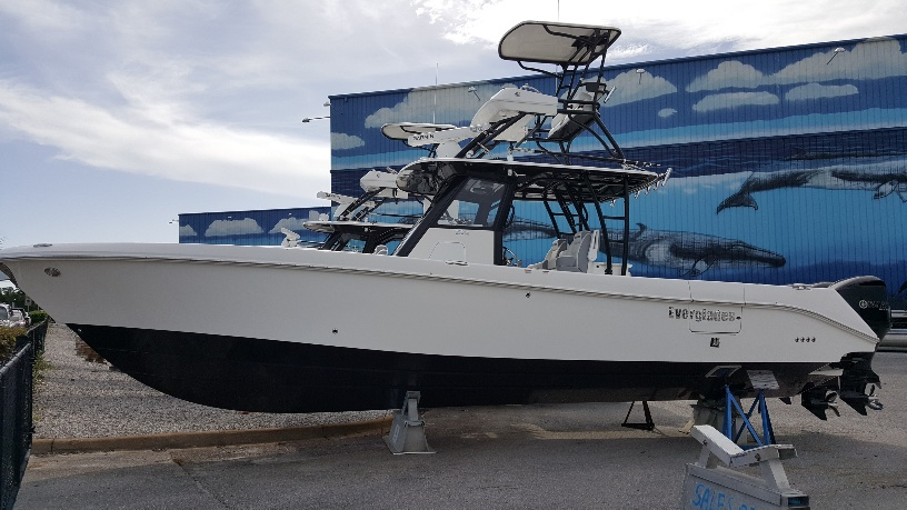 Everglades Boats 355CC