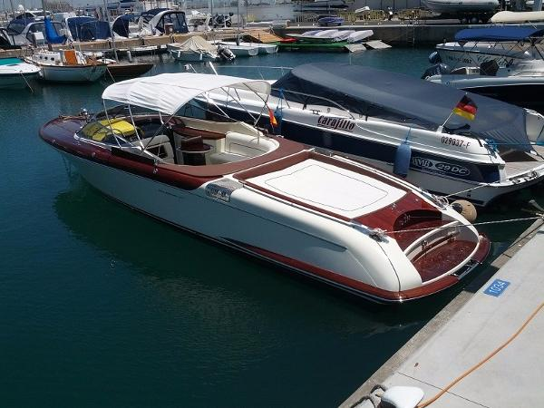 Riva Aquariva 33 Super Moored up