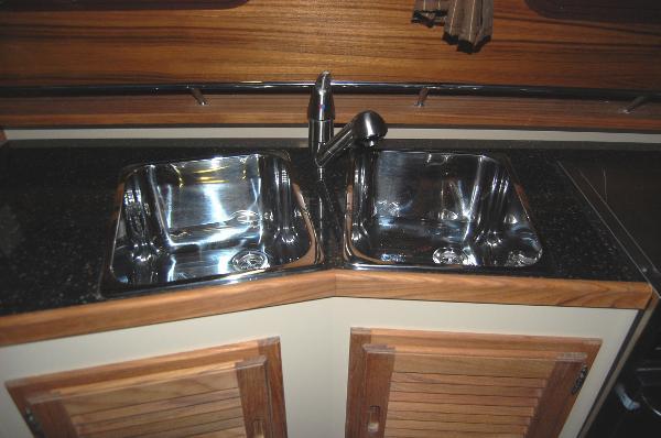 Ranger Tug 31 (Actual)Sinks