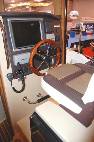Ranger Tug 31 (Actual) Helm