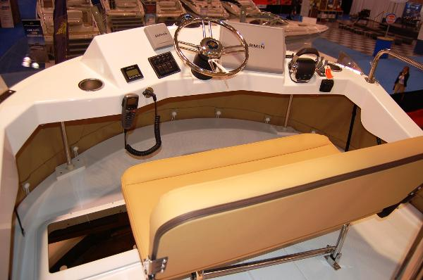 Ranger Tug 31 (Actual) Flybridge Helm