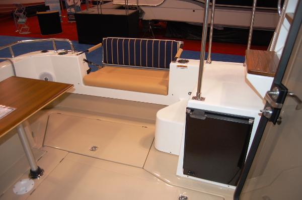 Ranger Tug 31 (Actual) Cockpit Refrigerator