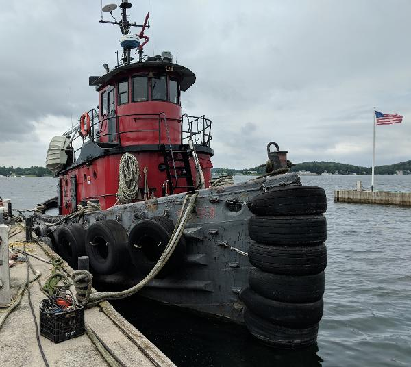 Commercial Model Bow Tug