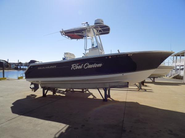 Sea Hunt Triton 225 profile